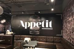 Tapetsering af hele Café Appetit - herunder stenstruktur og diverse grafiske elementer