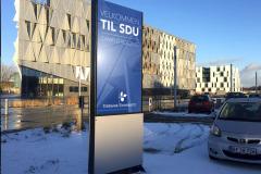 Pylon med display hos SDU i Kolding